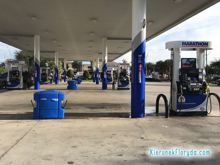 Pusta stacja benzynowa